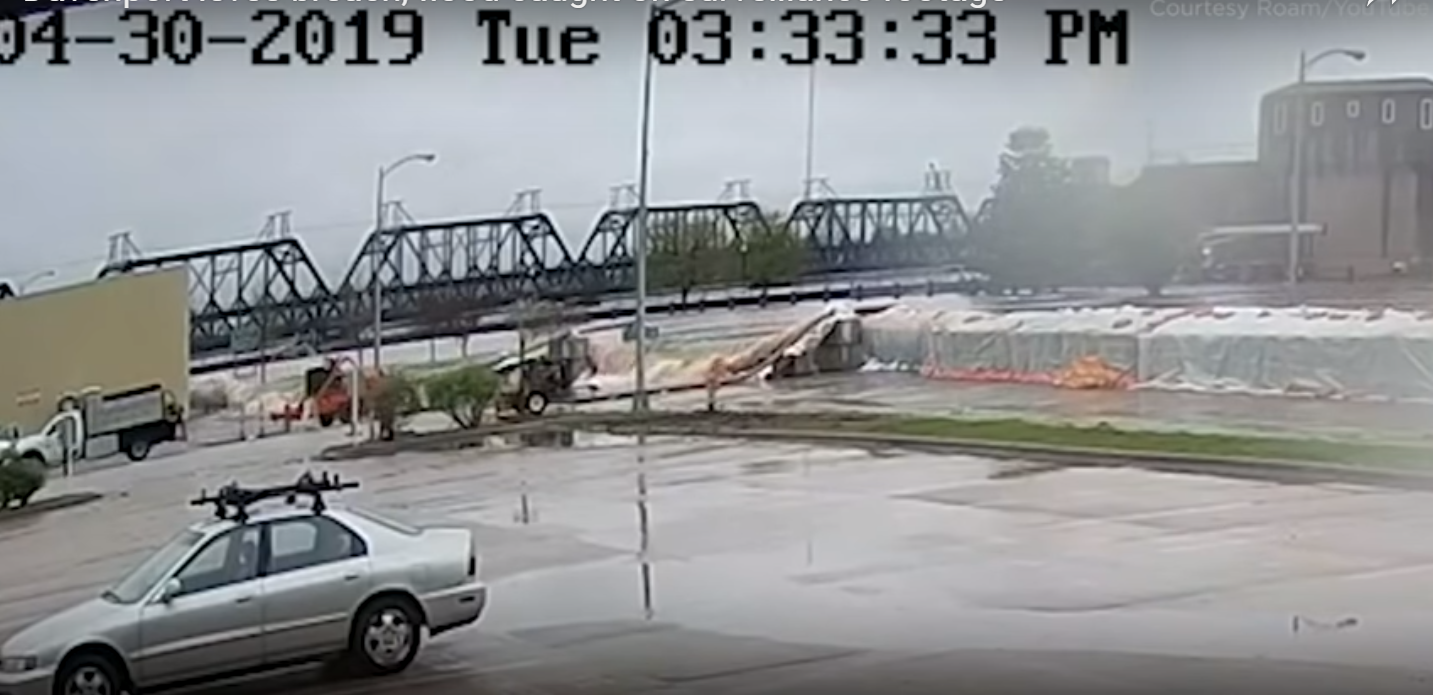 Davenport-Levee-breaks-security-camera-footage